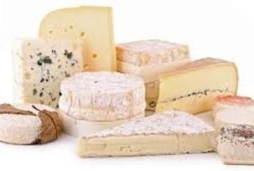 Vente de fromages par le Sou des Ecoles